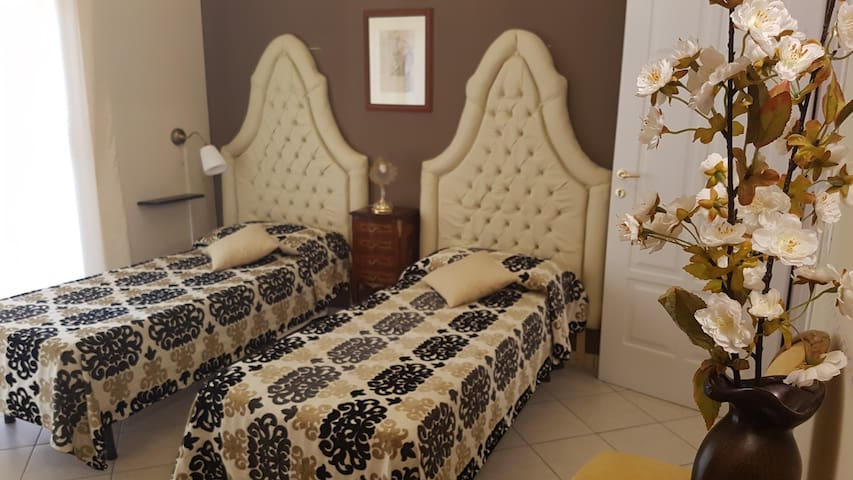 "B&B TORRE DEI SARACENI - Private room ""Balbia"""