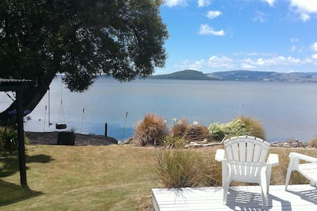 Clean & tidy guest house with lake access - Rotorua - Pensione