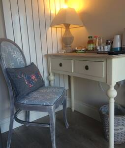 Room 8 - Bunk Room - Redhill - Bed & Breakfast
