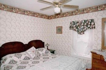 The Hilltop Inn, King Room, Room 1