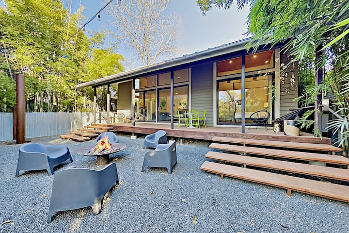Modern Escape with Firepit | 2 Blocks to Dining