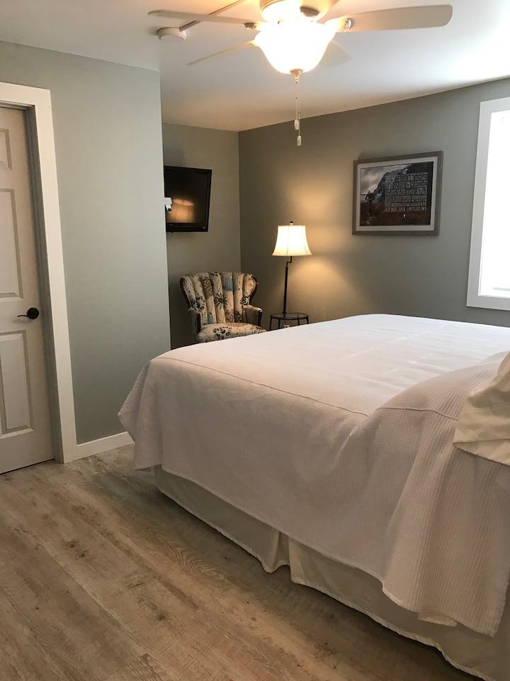 Deer Creek Bed & Breakfast - King Suite 1