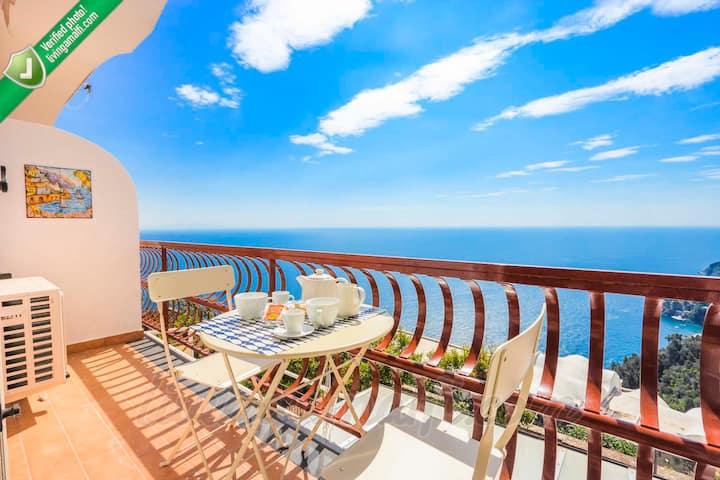 NEW!Living Amalfi: sea view apt, wifi, AC, parking