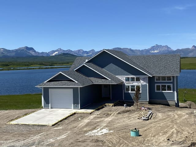 New Waterton area waterfront home - UPPER suite