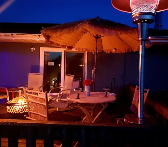 R & R Suite & Tiki Bar Lounge