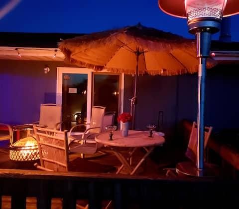 R & R Suite w/ Tiki Bar Lounge & Sip n Paint