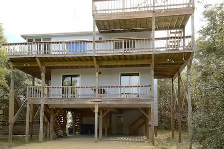 The Tree House -- Pet Friendly 4 BR Oceanside Home in Duck