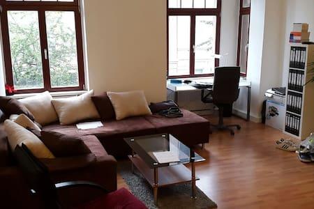 Großzügiges Zimmer in Top-Lage - Lägenhet