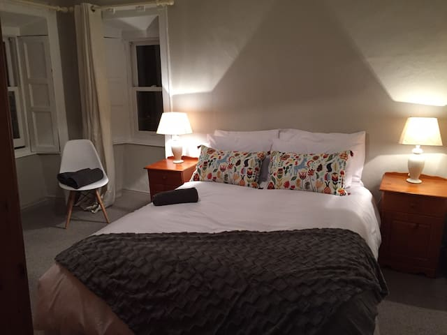 Lovely private king room 1 min walk to city centre - Kilkenny - Pousada
