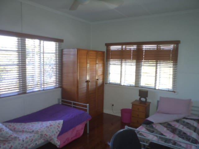 Carindale ALL girl house - Carina Heights - House