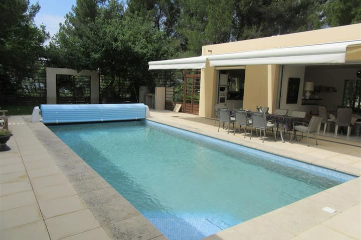 Modern Villa in Blauvac with Swimming Pool