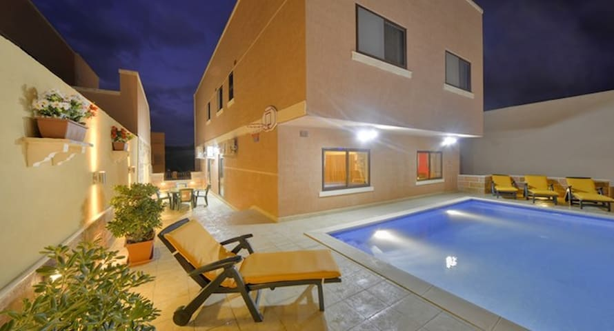 Carville Villa Apartment with private pool