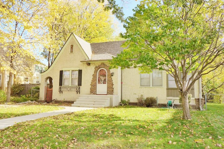Cozy 1920s 4 Bd Urban Cottage 5 min to Downtown - Minneapolis - Ev