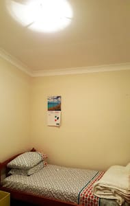 Room with single bed - Penshurst - Dom
