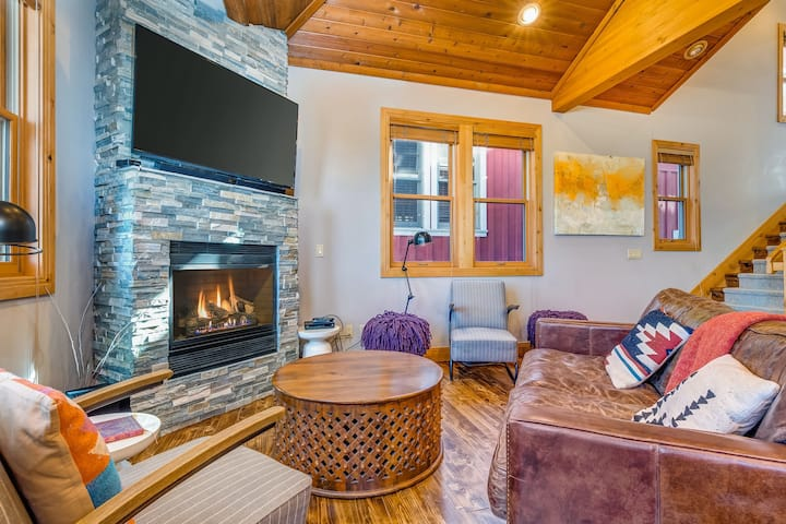 Cozy, family-friendly home w/ a private hot tub, gas fireplace, two decks, WiFi
