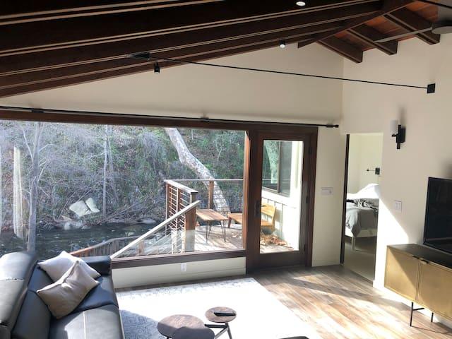 Carmel Valley Riverfront Escape: Modern Luxury