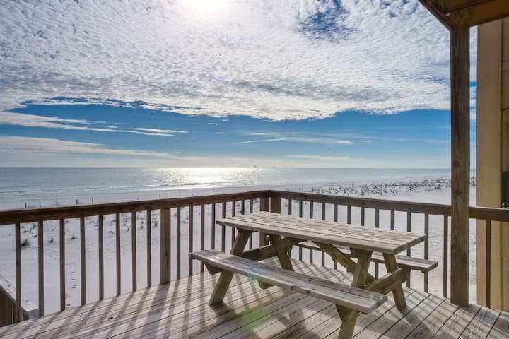 Waterfront duplex w/private beach access & Gulf views from the deck