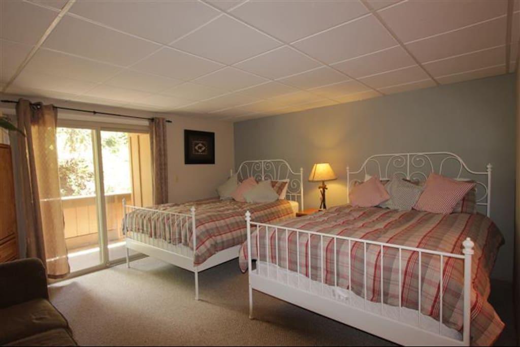 Master Bedroom - 2 Queens