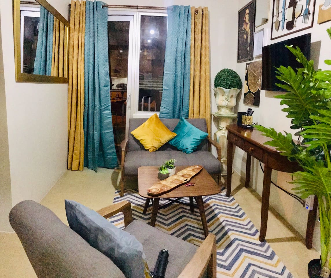 Cozy living room where you can relax and watch Netflix or cable
