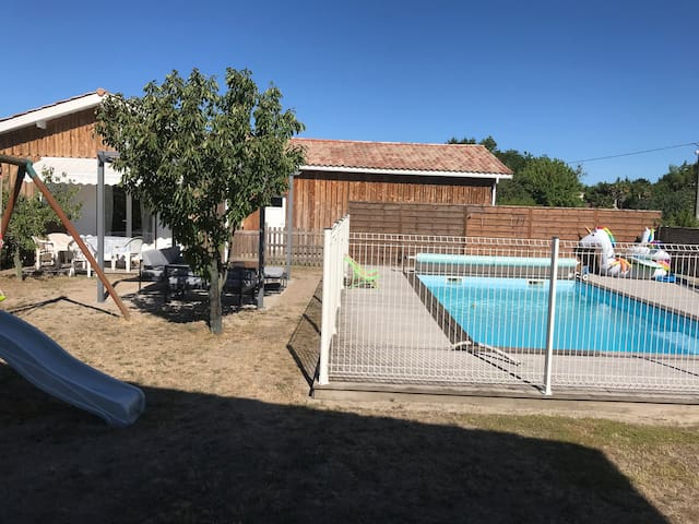 Chalet luxe, 2 chambres, piscine chauffée