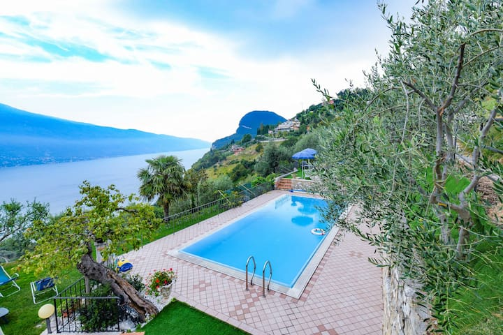 Charming Apartment 5 Close to Lake Garda with Wi-Fi, Pool & Terrace; Parking Available, Pets Allowed