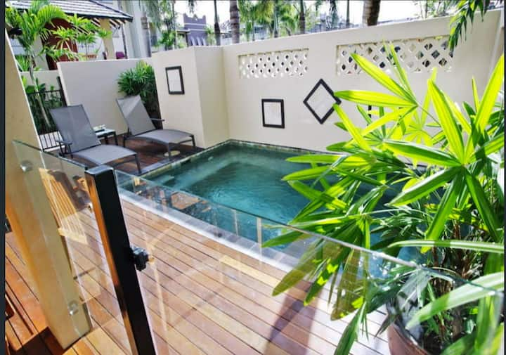 Cairns Resort Living with Private Pool for 8 *12min to Airport*Wifi*Parking*