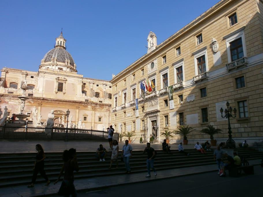 Piazza della Vergogna (sede del sindaco)