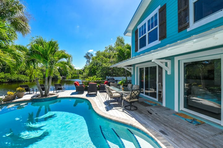 Sunset Shore - Beautiful 4 bedroom luxury vacay property, private pool with water views!