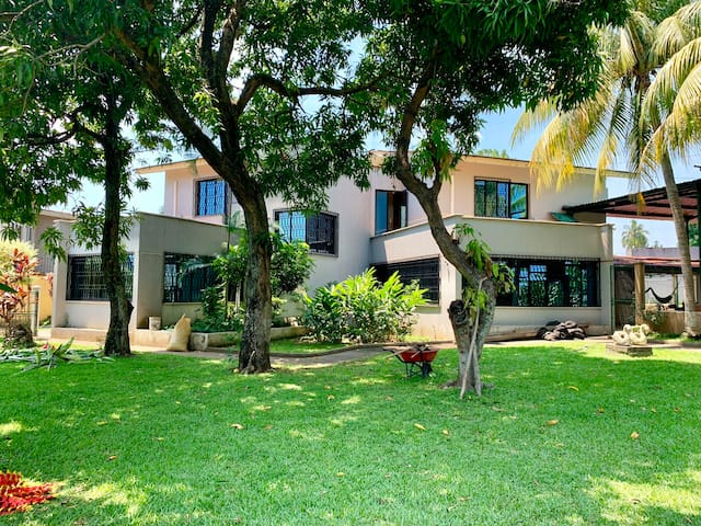 Casa con piscina, aire acondicionado, 10min IRTRA