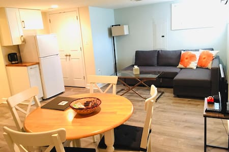Private 1 BR apt w/ kitchen & parking, 2pm checkin