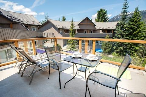 Large upper deck patio