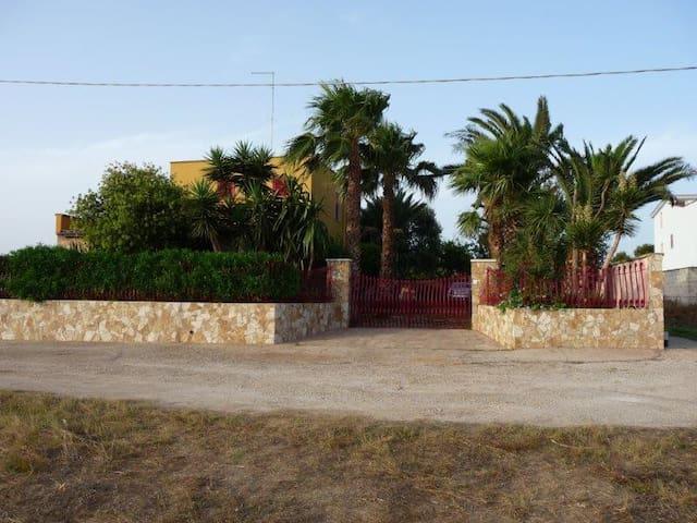 Villa nel verde (Sant'Isidoro-Porto Cesareo) - Sant'Isidoro - Отпускное жилье