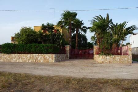 Villa nel verde (Sant'Isidoro-Porto Cesareo) - Sant'Isidoro - 度假屋