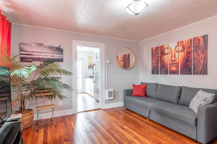 1BD Apt in the Heart of Hawthorne