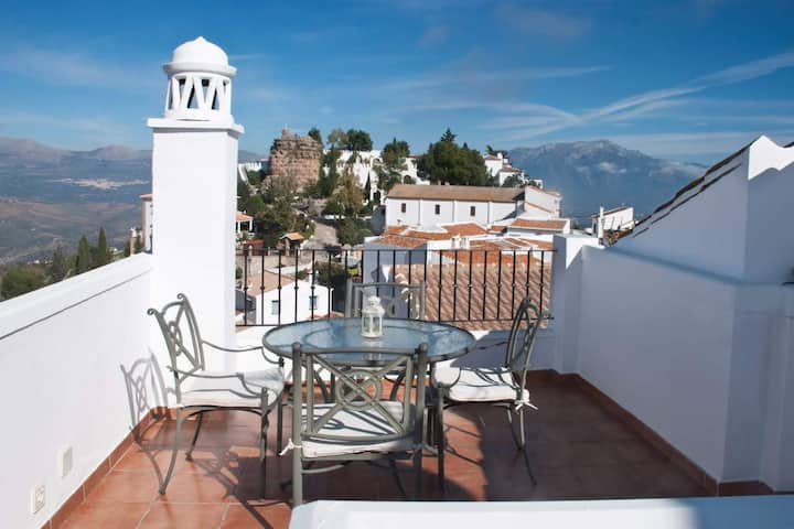 Lovely, well equipped village house in Comares.