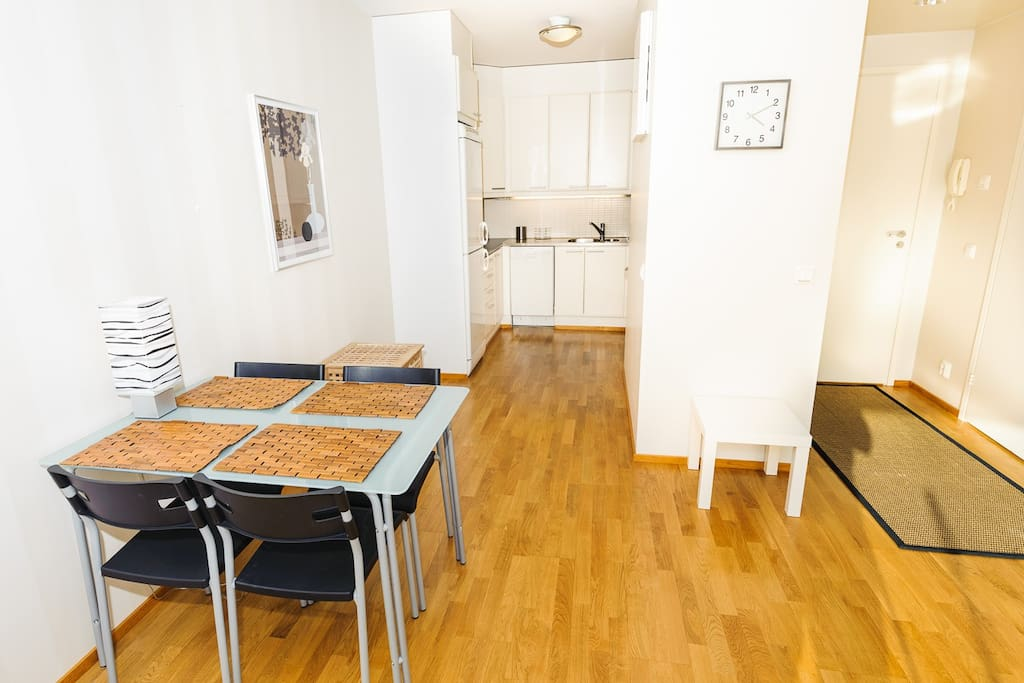 Fully equipped kitchen with table for 4