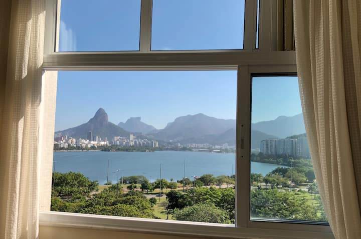 2 bedroom apart with view to the lagoon and garage
