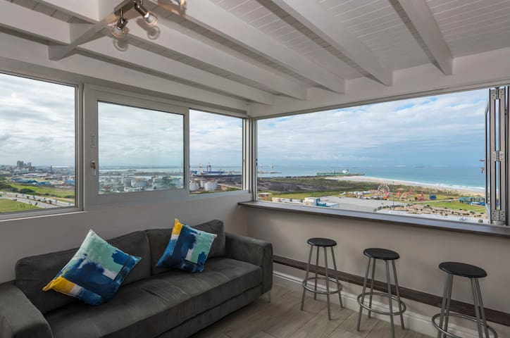 Beachview Penthouse - Spectacular Sea Views!