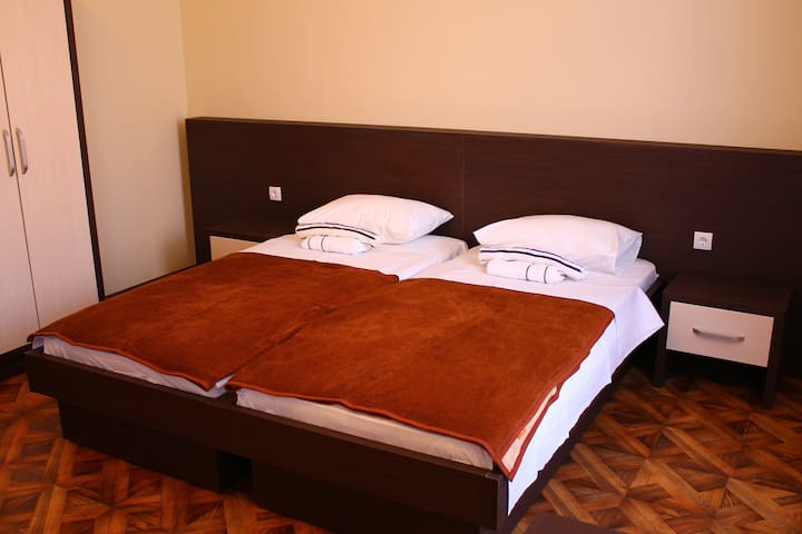 """Crystal Lux"" room for 3 - Sombor - Pis"