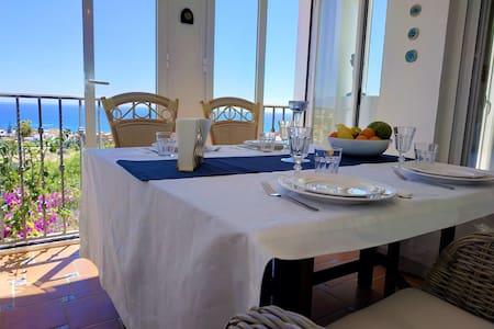 Breathtaking 180° SeaView, Luxury beds, Stylish ap