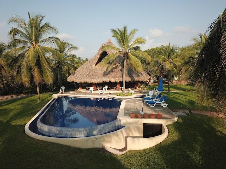 Gran Propiedad en Playa Blanca – Zihuatanejo