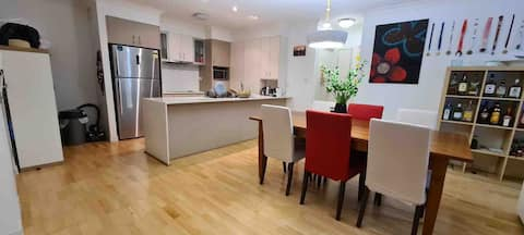 Comfortable and Welcoming Home Near Airport & City