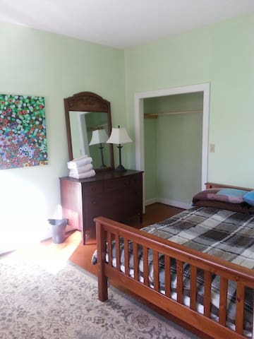 Lake Forest B&B 2 - High Point - Bed & Breakfast