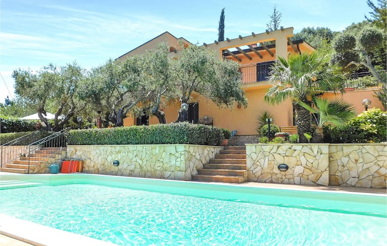 Holiday apartment with 2 bedrooms on 48m² in Casteldaccia