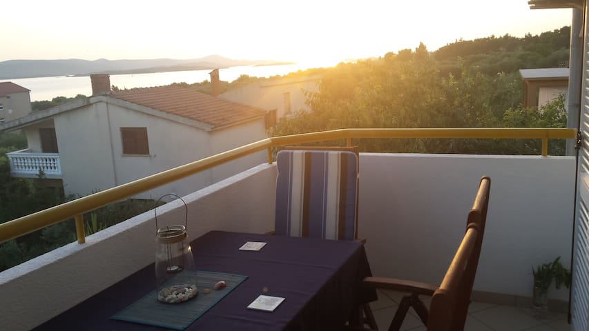 Charming place with great view close to the beach - Biograd na Moru - Appartement