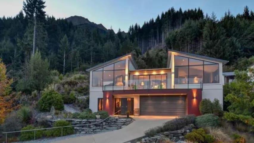 Fernhill Scorpio Luxury Lake View Villa (天蝎座湖景别墅)