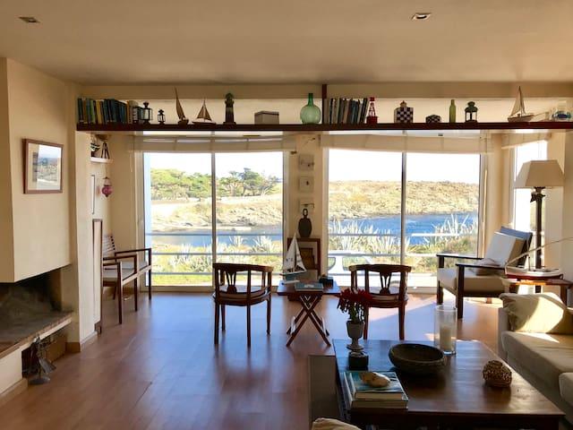 Casa en primera línea de mar con jardín y terraza