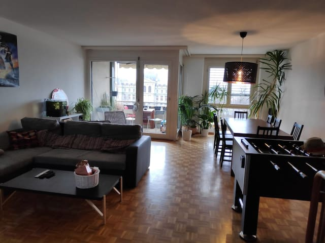 Cosy room in central Lausanne