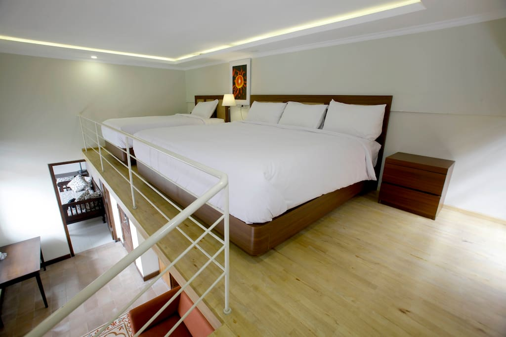 bed 1 king size dan single untuk 4 orang