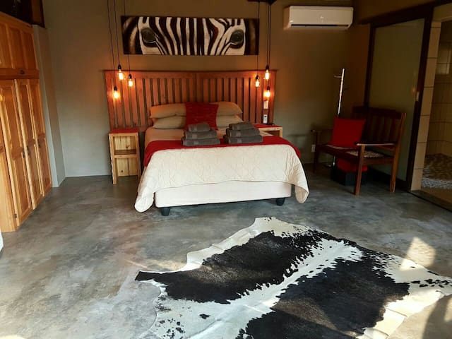 Luxurious and tranquil Zebra Suite - Nelspruit - Apartment